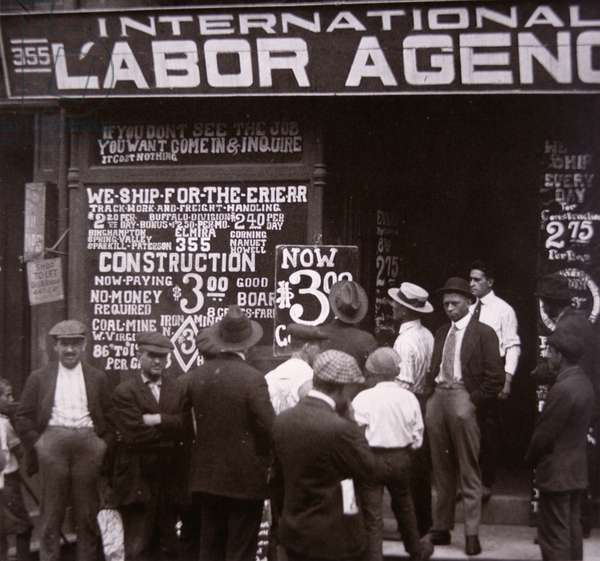 Immigrants looking for work in New York City, c.1910 (b/w photo)