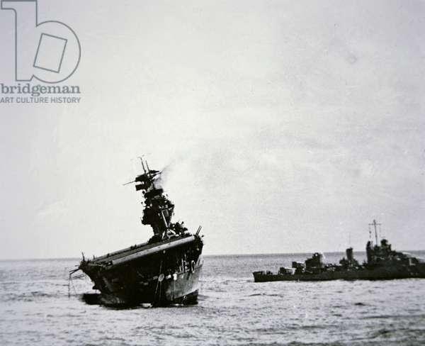 American aircraft carrier USS Yorktown sinking, Battle of Midway, June 1942 (b/w photo)