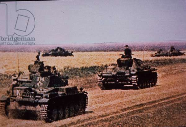 Eastern Front WW2, German tanks advance during German invasion of Russia, 1941 (photo)