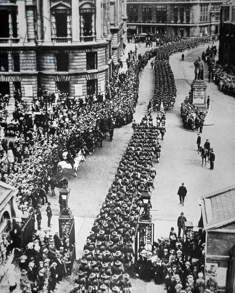 American troops of WWI parade through London on USA entering the war in Europe, 15th August 1917 (b/w photo)