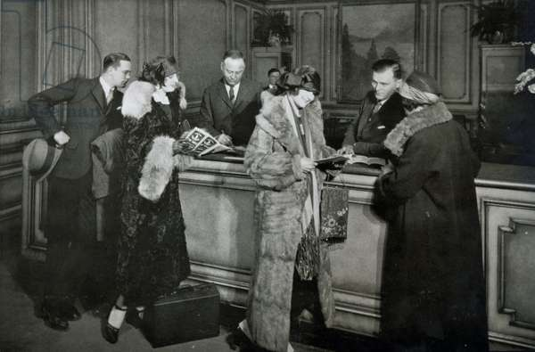 Passengers purchasing tickets at the ticket office of the Great Northern Railway, Chicago, 1920s (b/w photo)