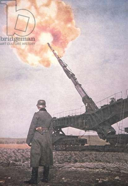 Giant German railway gun of WW2, 1939-45 (hand-coloured b/w photo)