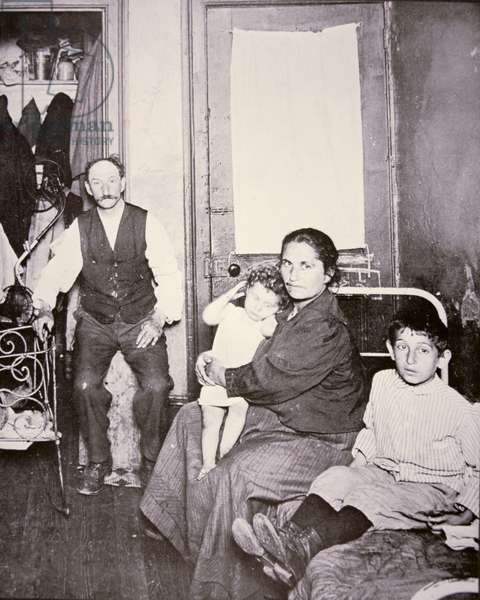 Immigrant family, Lower East Side, New York City, c.1910 (b/w photo)