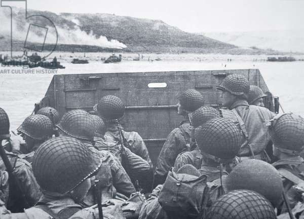 American troops in landing craft head for Omaha Beach, 6th June 1944 (b/w photo)