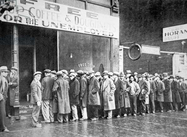 Queue for a soup kitchen for the unemployed in Chicago, c.1933 (b/w photo) (see also 329549)