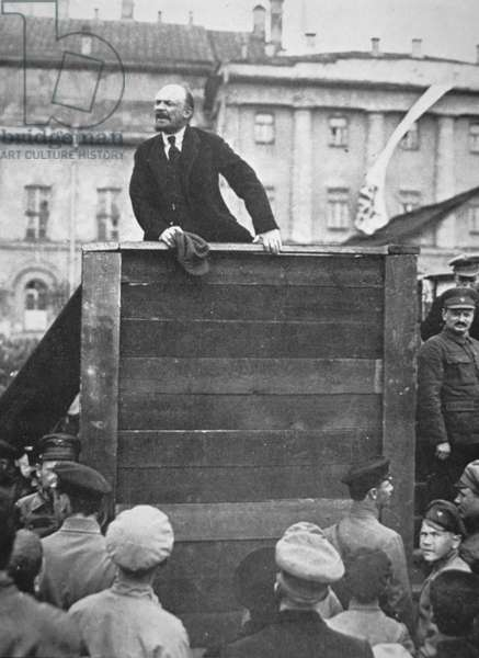 Lenin delivering a speech in a Moscow square, with Trotsky watching, 1918 (b/w photo)
