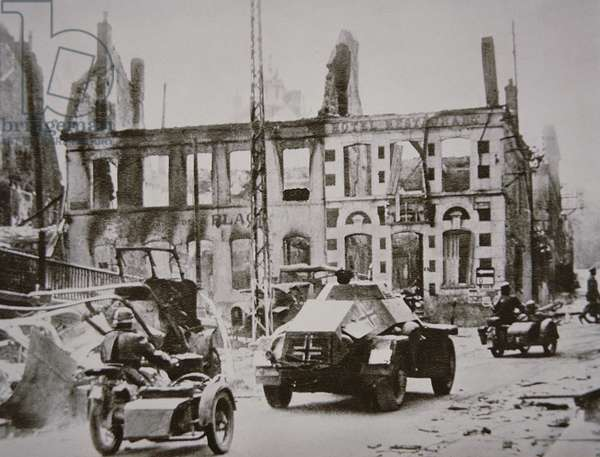 German reconnaissance vehicles of Panzer division enter a devastated French town, 1940 (b/w photo)