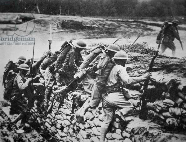 American infantry in WWI leaving their trench to advance against the Germans, 1918 (b/w photo)