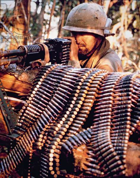 An American machine-gunner during the Viet Cong Tet Offensive, 1968 (photo)