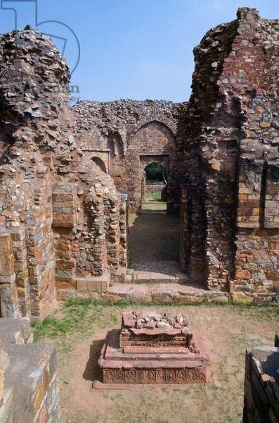 Tomb of Balban, Mehrauli Archaeological Park, Delhi, India (photo)