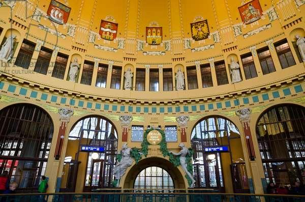 Art Nouveau architecture: Old station hall in Prague main train station (built 1901-09, designed by Josef Fanta), Prague, Czech Republic(photo)