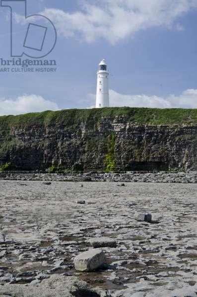 Nash Point lighthouse, Vale of Glamorgan, West of Llantwit Major, South Wales, UK (photo)