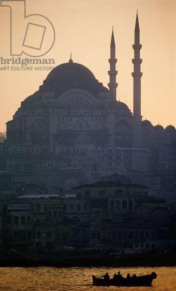 Suleymaniye Mosque across the Bosphorus (photo)