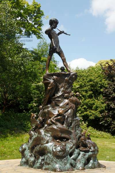 The Peter Pan Statue  in Hyde Park , London (photo)