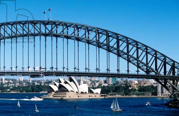 Sydney Harbour and Opera House, Australia (photo)