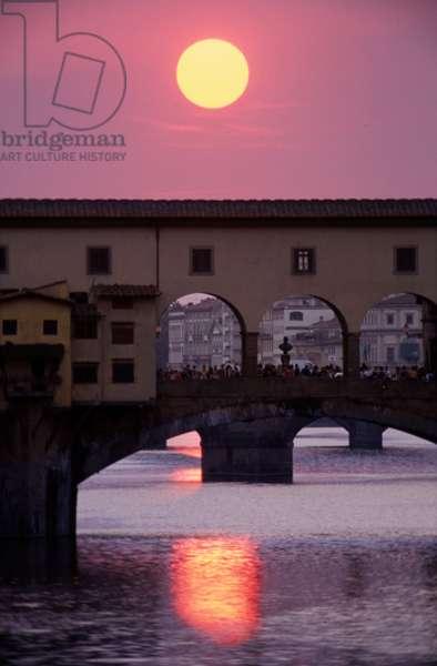 Ponte Vecchio at sunset (photo)