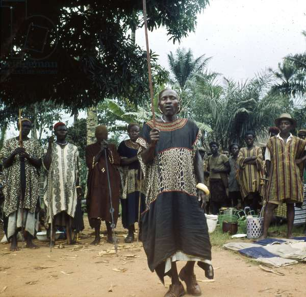 A leading commoner councillor opening Bafut market, 1960 (transparency agfachrome)