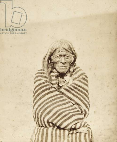 Portrait of an elderly man named Wahu Tota, wrapped in a striped blanket, c.1879 (albumen print)