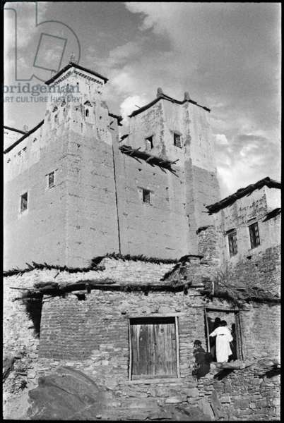 View of a kasbah (fortress) at Ahansal in the High Atlas range of mountains, Morocco, 1955 (b/w photo)
