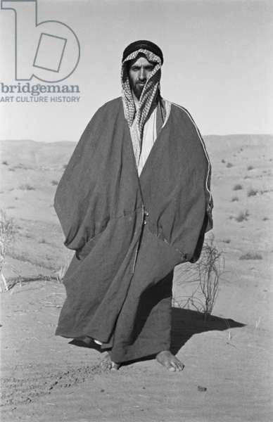 Standing full length portrait of Sheikh Zayed bin Sultan Al Nahyan in Al Khatam sands near Al Ain, United Arab Emirates, December 20, 1948 – January 27, 1949 (b/w photo)