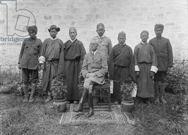 Sir Charles Bell sitting on a chair and seven members of staff standing behind him, c.1920-21 (glass plate gelatin print)