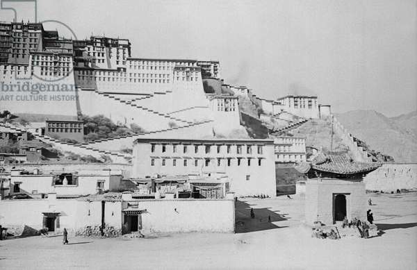 The south face of the Potala with the village of Sho in the foreground, Lhasa, Tibet, January 1937 (b/w photo)