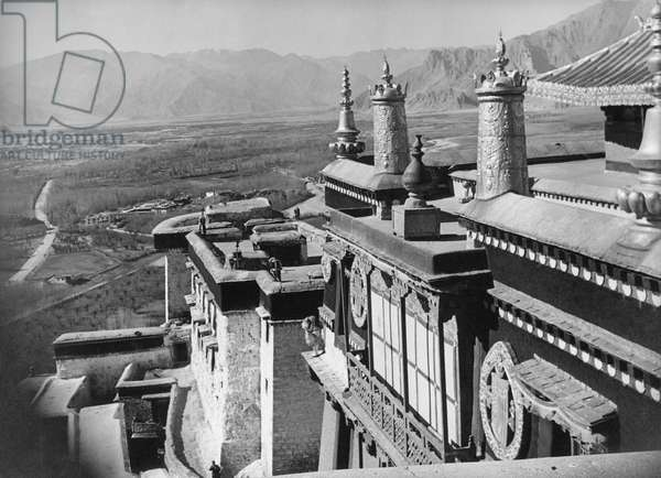 Exterior of upper floor of the Potala Palace, near the 13th Dalai Lama's tomb, the corner of which can be seen on the right, Lhasa, Tibet, 22nd November 1936 (gelatin silver print)