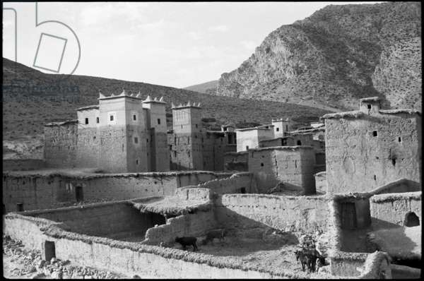 View of the kasbah (fortress and surrounding quarter) at Amejgag in the High Atlas range of mountains, Morocco, 1955 (b/w photo)
