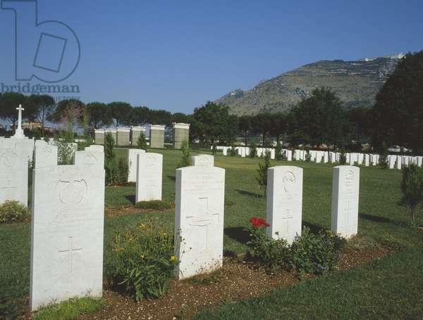 British military cemetery, Cassino, Italy (photo)