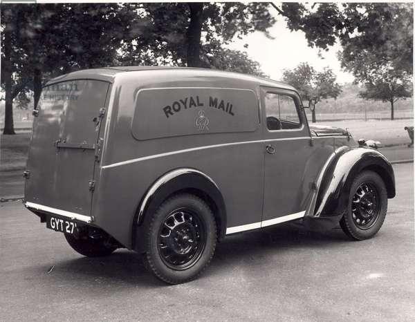 A 'Z' type 50 cubic foot Morris Mail van, 1945 (b/w photo)