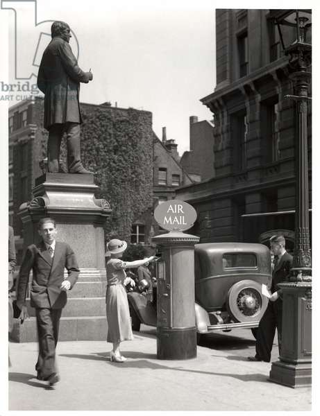 Posting on Air Mail letter outside the King Edward Building, London, 1935 (b/w photo)