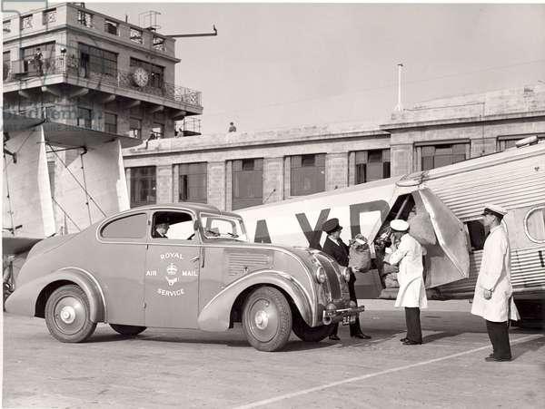 Horatius & Air streamline van at Croydon Airport, 1935 (b/w photo)