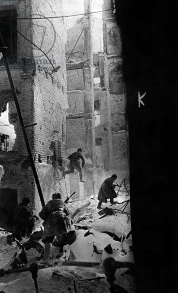 Battle of Stalingrad, september 1942 - february 1943: soviet soldiers in ruins of Stalingrad