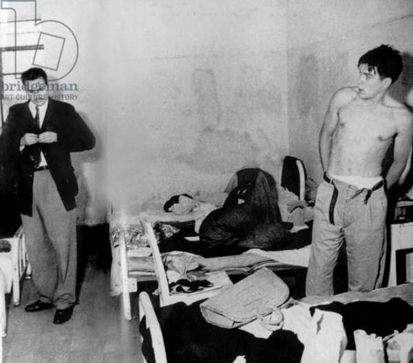 Fidel Castro (l) and Ernesto Che Guevara in Miguel Schultz jail in Mexico city in june-july 1956 (in june they were arrested by mexican police when they prepared expedition in Cuba). This photo may be the 1st one showing Castro and Guevara together.