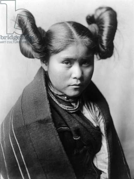 Chaiwa, young indian woman, Tewa (Tano) tribe, New Mexico, USA, c. 1906, photo Edward S. Curtis