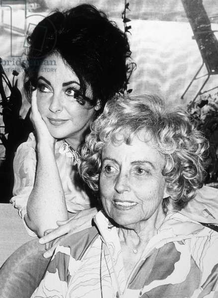 Elizabeth Liz Taylor with her mother Sara in 1973