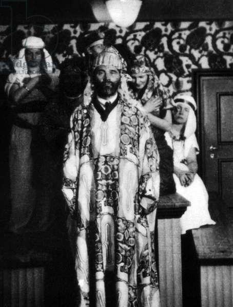 Gustav Klimt durign a party organized by Otto Primavesi. Winkelsdorf (Moravia), 1916