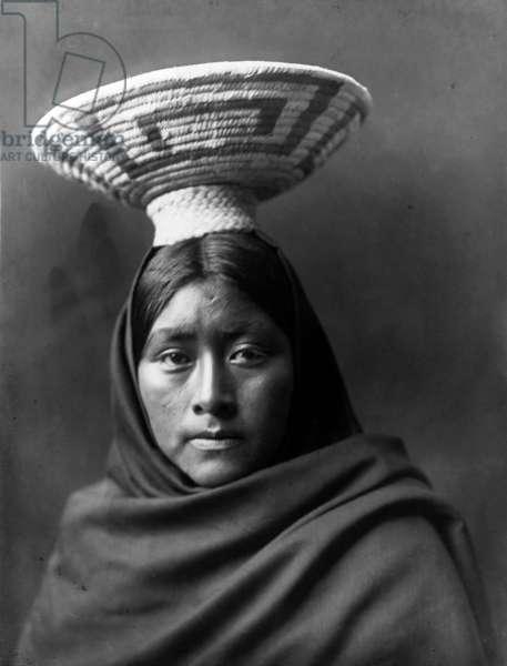 Luzi, Papago Indian (or Tohono O'odham, Arizona, USA) with a basket on her head, photo by Edward S. Curtis c. 1907