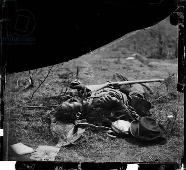 American Civil War (1861-1865): battle of Spotsylvania in Virginia, 9-12 may 1864: body of Confederate soldier near Mrs. Alsop's house, photo by Timothy H. O'Sullivan