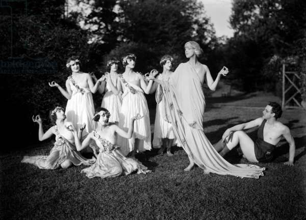 Ted Shawn (1891-1972) american dancer, choreographer, with dancers among them his wife Ruth St. Denis (1879-1968) c. 1920