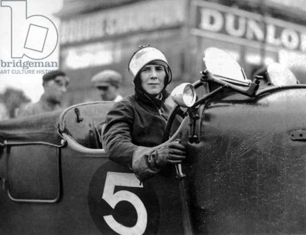 Mildred Mary Bruce (1895-1990) english race driver, on june 7, 1929 driving a Bentley Blower