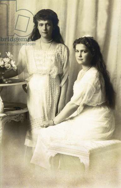 Grand duchess Anastasia (1901-1918) and her sister Mary (r, 1899-1918) the two youngest daughters of czar NicholasII of Russia around 1915-1916?