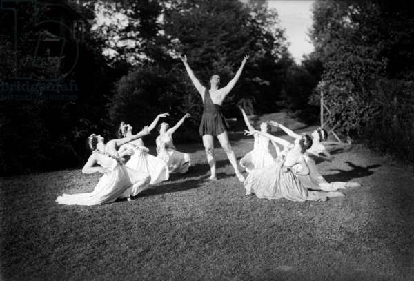 Ted Shawn (1891-1972) american dancer, choreographer, with dancers c. 1920