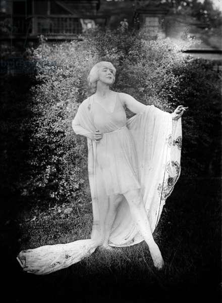 Ruth St Denis (1879-1968) american dancer c. 1920