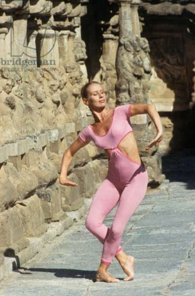 """The documentary """"L'inde, la danse et Maurice Bejart"""" by Jean Antoine in 1969, dedicated to Maurice Bejart in search of inspiration in India and especially Benares."""