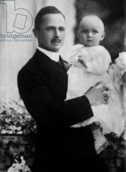 Charles Edward, Duke of Saxe-Coburg and Gotha with his son, 1910 (b/w photo)