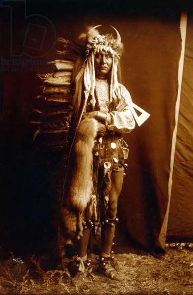 Iron Breast, indian, Piegan, c. 1900, photo Edward S. Curtis
