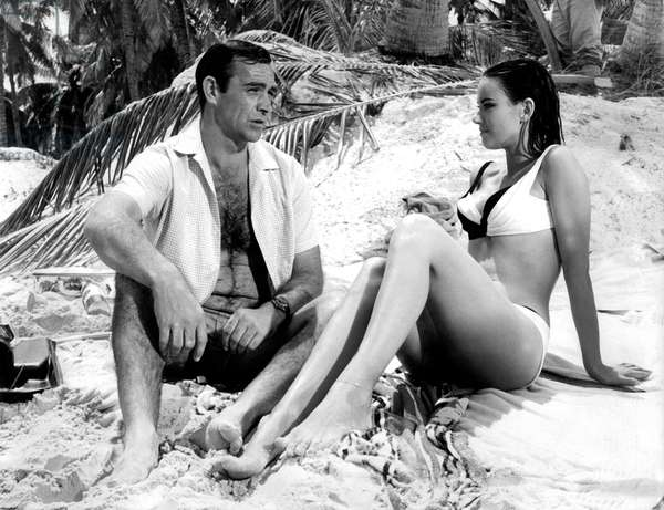 Operation tonnerre THUNDERBALL de TerenceYoung avec Sean Connery (James Bond 007 avec une montre Rolex Submariner) Claudine Auger 1965