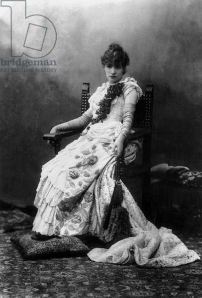 "Sarah Bernhardt as Fedora in play ""Fedora"", 1883, photo by Paul Nadar"