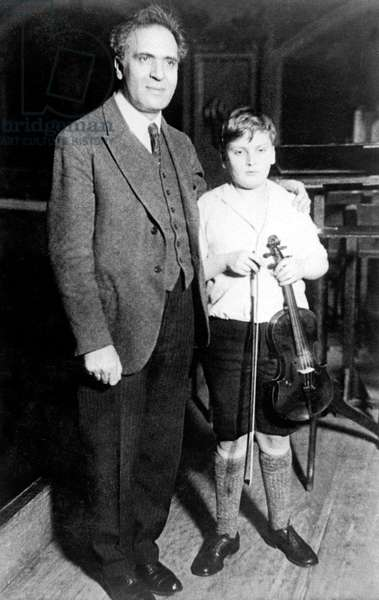 Yehudi Menuhin (1916-1999) violonist, here young with conductor Bruno Walter on april 6, 1929